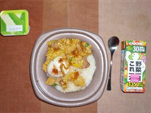 親子丼,野菜ジュース,ヨーグルト