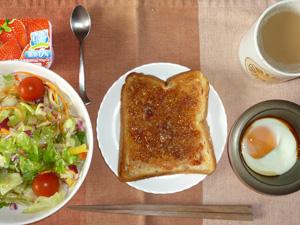 イチゴジャムトースト,サラダ,目玉焼き,ヨーグルト,コーヒー