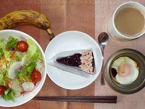 チョコレートタルト,サラダ,目玉焼き,バナナ,コーヒー