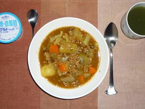 カレーライス,野菜ジュース,ヨーグルト