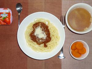 ミートソーススパゲティ,人参の煮物,玉ねぎスープ,ヨーグルト