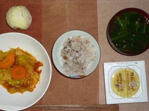 胚芽押麦入り五穀米,納豆,キャベツのトマトソース煮込み人参添え,ほうれん草とワカメのおみそ汁,オレンジ