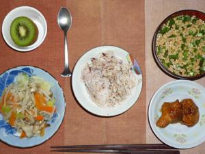 胚芽押麦入り五穀米,鶏肉の唐揚げおろしポン酢ソースかけ,蒸し野菜,納豆汁,キウイフルーツ