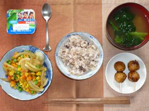 胚芽押麦入り五穀米,つくね×2,玉ねぎとミックスベジタブルのソテー,ほうれん草のおみそ汁,ヨーグルト