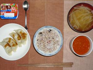 胚芽押麦入り五穀米,野菜ジュース,餃子×2,もやしのおみそ汁,ヨーグルト