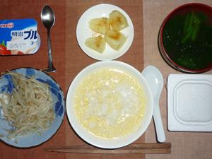 玉子粥,納豆,蒸しもやし,蒸しジャガ,ほうれん草のおみそ汁,ヨーグルト