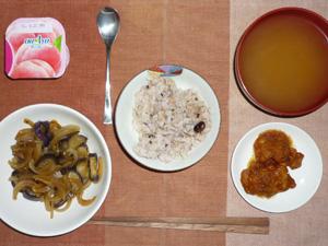 胚芽押麦入り五穀米,鶏の唐揚げおろしポン酢ソース,茄子と玉ねぎの蒸し炒め,ワカメのおみそ汁,ヨーグルト