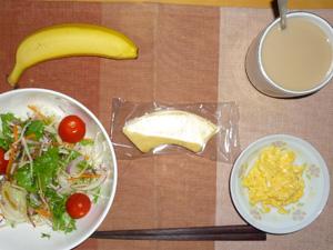 バウムクーヘン,サラダ,スクランブルエッグ,バナナ,コーヒー