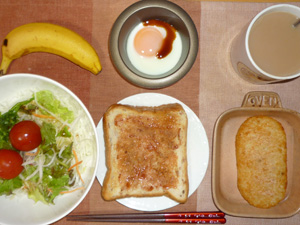 イチゴジャムトースト,サラダ,ハッシュドポテト,目玉焼き,バナナ,コーヒー