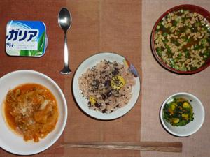 栗赤飯おこわ,キャベツと玉ねぎのトマトソース煮込み,ほうれん草のソテー,納豆汁,ヨーグルト