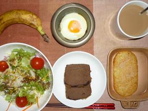 パウンドケーキ,サラダ,目玉焼き,バナナ,コーヒー