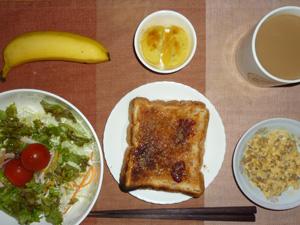 イチゴジャムトースト,サラダ,ひき肉入りスクランブルエッグ,蒸しジャガ,バナナ