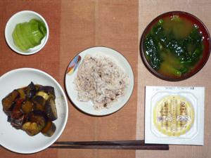 胚芽押麦入り五穀米,納豆,茄子の生姜醤油炒め物,ほうれん草のおみそ汁,キウイフルーツ