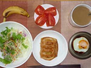 アップルパイ,サラダ,トマト,目玉焼き,バナナ,コーヒー