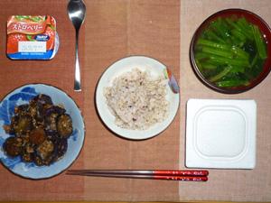 胚芽押麦入り五穀米,納豆,茄子とひき肉の炒め物,ほうれん草のおみそ汁,ヨーグルト