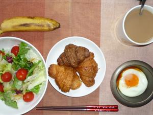 プチクロワッサン×3,サラダ,目玉焼き,バナナ,コーヒー