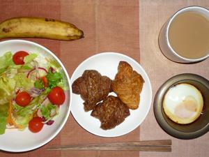 プチクロワッサン×3,目玉焼き,サラダ,バナナ,コーヒー