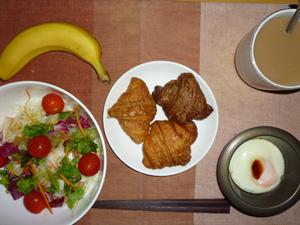 ミニクロワッサン×3,サラダ,目玉焼き,バナナ,コーヒー
