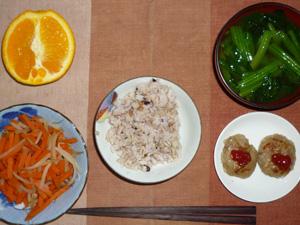 胚芽押麦入り五穀米,人参ともやしの煮物,プチバーグ×2,ほうれん草のおみそ汁,オレンジ