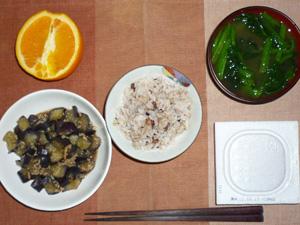 胚芽押麦入り五穀米,納豆,茄子とひき肉の炒め物,ほうれん草のおみそ汁,オレンジ