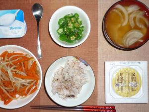 胚芽押麦入り五穀米,納豆,人参ともやしの煮物,オクラのおひたし,玉ねぎのおみそ汁,ヨーグルト