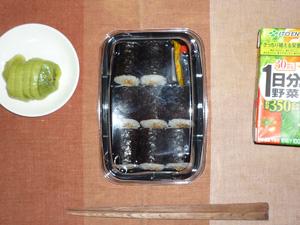 納豆巻き,野菜ジュース,キウイフルーツ