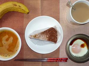 チョコレートケーキ,トマトスープ,目玉焼き,バナナ,コーヒー