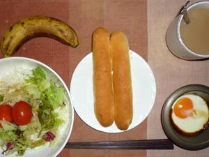 ステッィクパン×2,サラダ,目玉焼き,バナナ,コーヒー