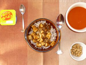 麻婆豆腐丼,煮豆,野菜スープ,ヨーグルト