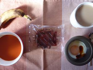 チョコワッフル,野菜スープ,目玉焼き,バナナ,コーヒー