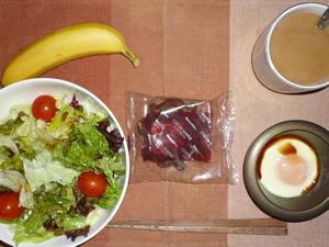 チョコクロワッサン,目玉焼き,サラダ,バナナ,コーヒー