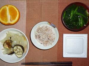 胚芽押麦入り五穀米,納豆,焼き野菜(茄子、玉ねぎ),ほうれん草のおみそ汁,ヨーグルト