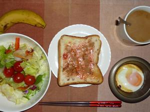 イチゴジャムトースト,サラダ,目玉焼き,目玉焼き,コーヒー,バナナ