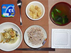 胚芽押麦入り五穀米,焼き野菜(茄子,玉ねぎ)納豆,ジャーマンポテト,ほうれん草のおみそ汁,