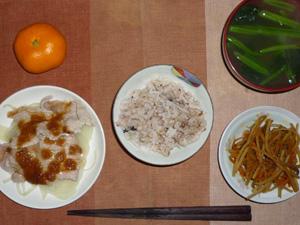胚芽押麦入り五穀米,蒸し豚と蒸しもやしのおろしソース,キンピラゴボウ,ほうれん草のおみそ汁,みかん