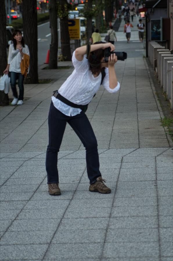 ヨコハマバンコク橋女性撮影者
