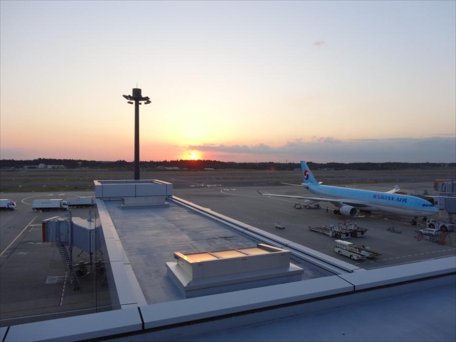 成田空港飛行機スポット夕日