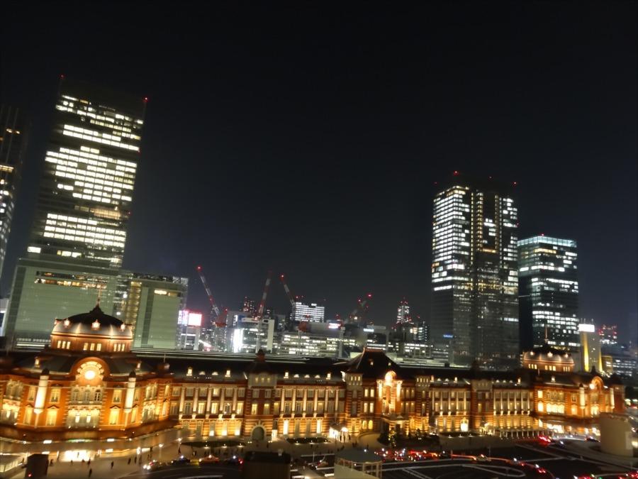東京駅夜景新丸ビルから全体像