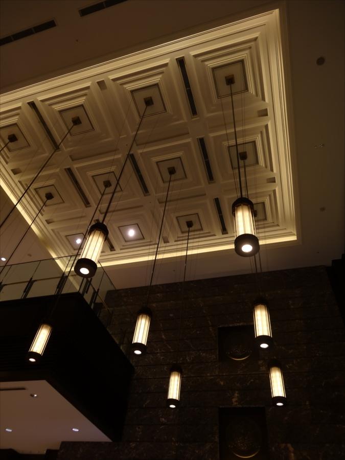新丸ビル内1階天井