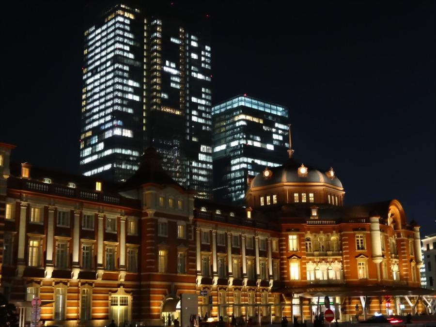 東京駅南口夜景行幸通りから