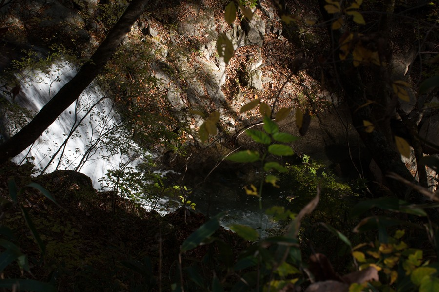 B山梨日川渓谷遊歩道スタート渓谷水流と岩