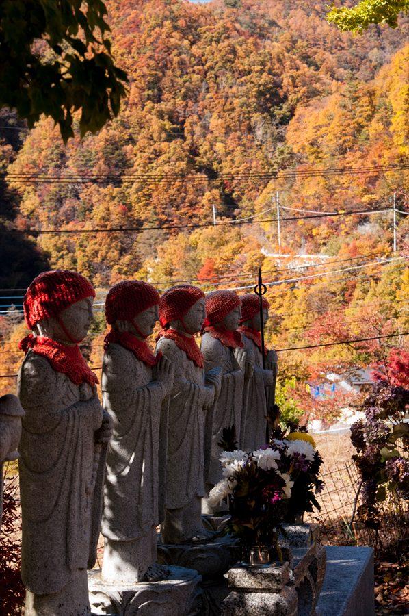 E山梨日川渓谷さいうんじお地蔵さんと紅葉