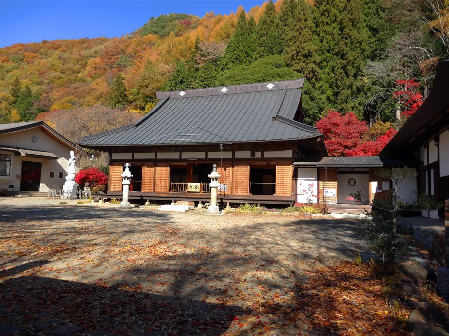 日川渓谷お寺全景