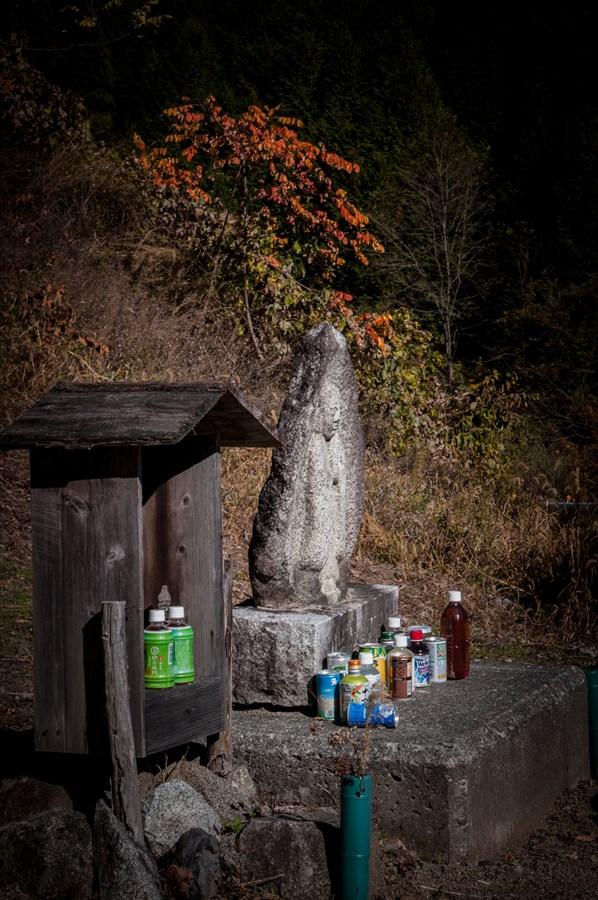 G山梨日川渓谷県道石碑と紅葉