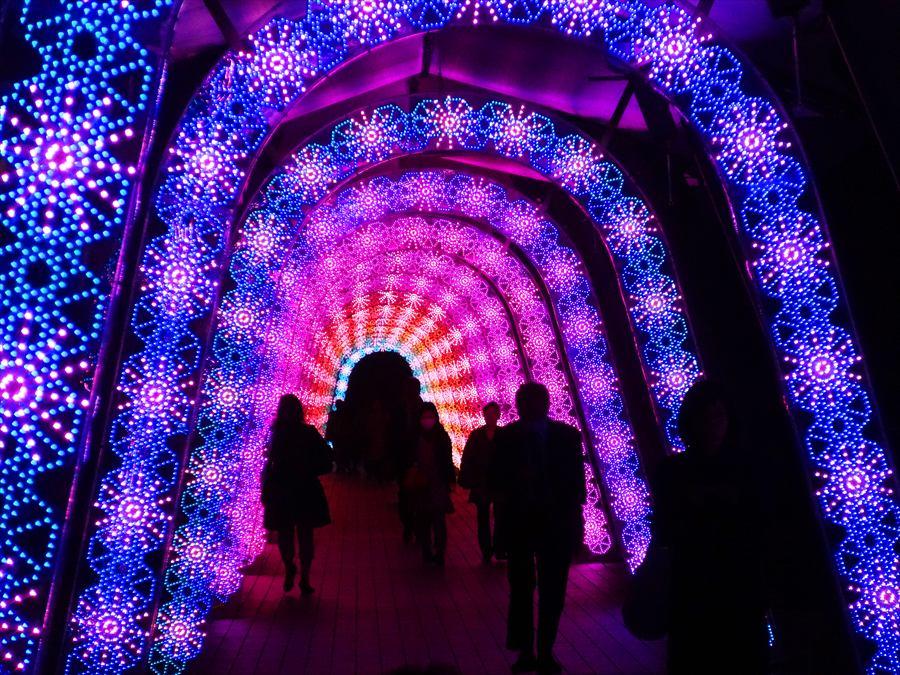 東京ドーム光の輪のトンネル00