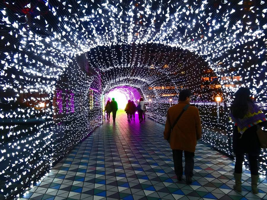 東京ドーム光のトンネル未来への入り口01