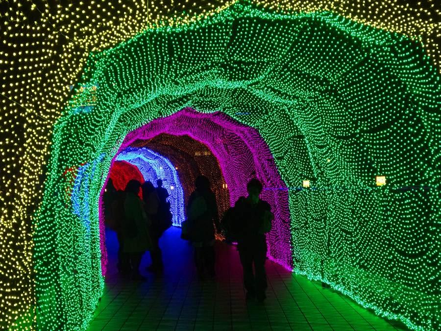 東京ドーム光のトンネル緑のトンネル00