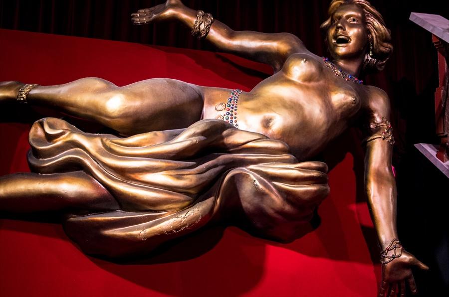 丸ビル四季ジャックオペラ怪人裸婦像現像