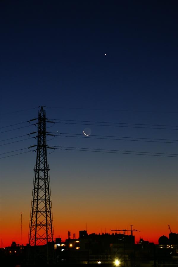 EOS6d朝焼け月と金星縦
