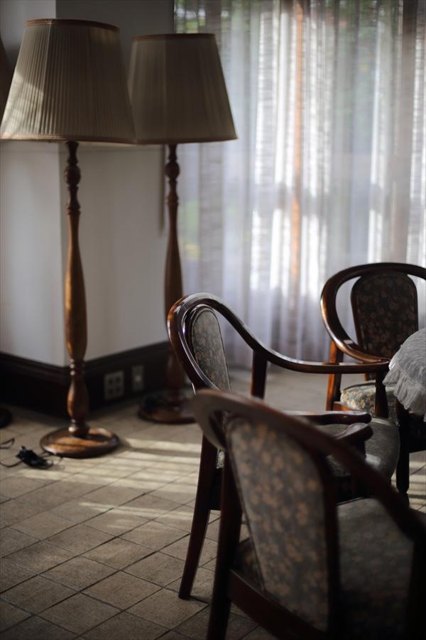 50mm初撮影室内椅子01